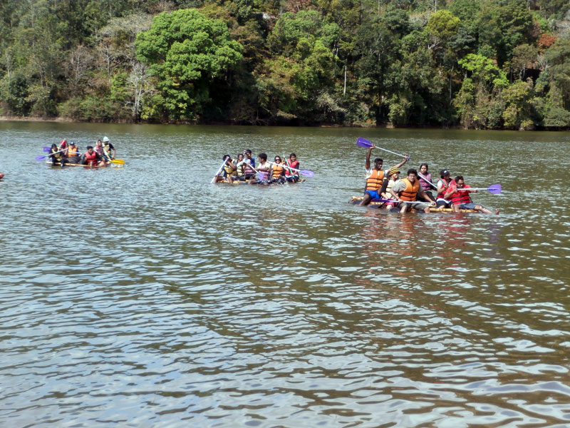 Rafting in the lake near Munnar camp
